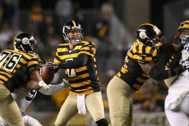 Ben Roethlisberger (7) a établi des records d'équipe... (Photo Jason Bridge, USA Today Sports)