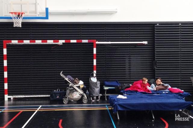 Une soixantaine de Roms sont logés dans un... (PHOTO ÉMILIE CÔTÉ, LA PRESSE)