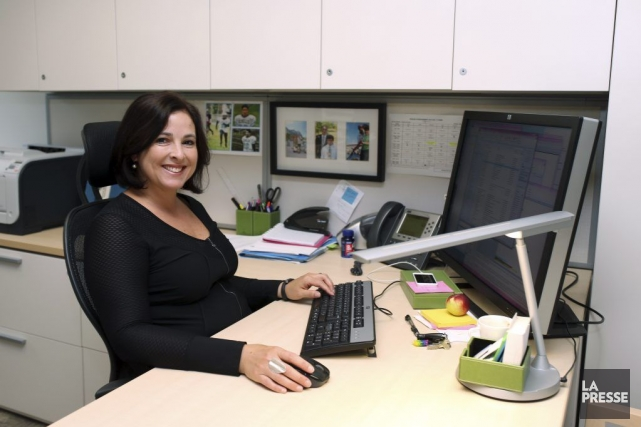 Nathalie Rivard est adjointe de direction au sein... (PHOTO MARTIN CHAMBERLAND, LA PRESSE)