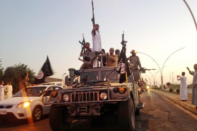 Le patron du renseignement américain James Clapper estime que le groupe État... (PHOTO ARCHIVES AP)