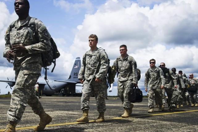 Des soldat américains arrivent àMonrovia, au Liberia, pour... (PHOTO AFP/ARMÉE AMÉRICAINE)