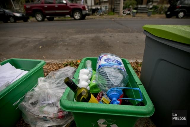 Mélangés aux autres matières, les contenants en verre... (PHOTO DAVID BOILY, LA PRESSE)