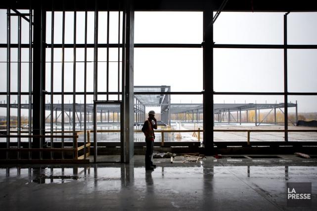 La construction du nouvel entrepôt de JeanCoutuà Varennes... (Marco Campanozzi, Archives La Presse)