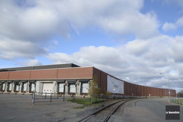 L'ancien centre d'expédition de l'usine Belgo répondrait à... (Photo: Sylvain Mayer, Le Nouvelliste)