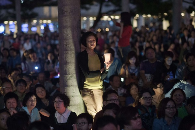 Les manifestants exigent l'instauration du suffrage universel lors... (Photo NICOLAS ASFOURI, AFP)