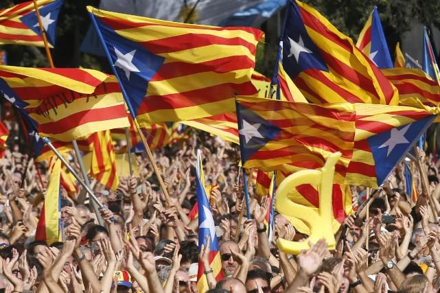 Madrid pourrait formellement contester le référendum informel dès... (Photo ALBERT GEA, REUTERS)