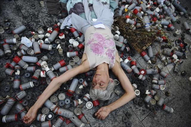 Une manifestante au lendemain de la mort de... (Photo REMY GABALDA, AFP)