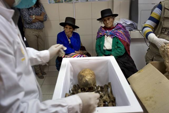 Initié en 2006, une opération d'exhumation a permis... (Photo Rodrigo Abd, AP)