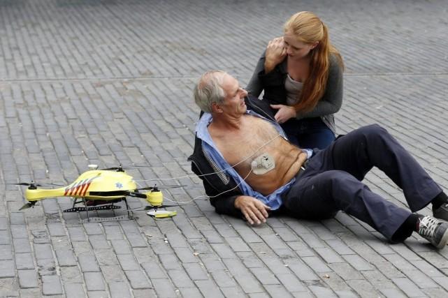 Une démonstration mettant en scène le «drone ambulance»,à... (PHOTO BAS CZERWINSKI, AFP)