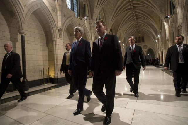 En conférence conjointe avec John Baird, ministre fédéral... (Adrian Wyld, La Presse Canadienne)