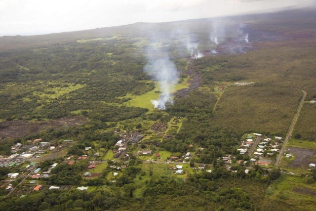La lave surgie du volcan Kilauea a progressé... (Photo REUTERS/U.S. Geological Survey)