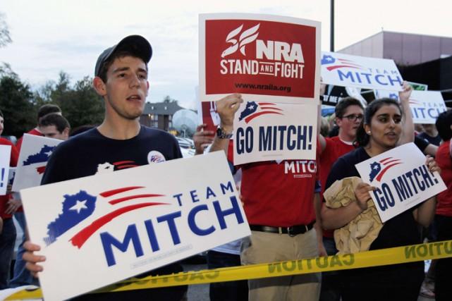 Des partisans de Mitch McConnell,leader de l'opposition républicaine... (Photo: Reuters)