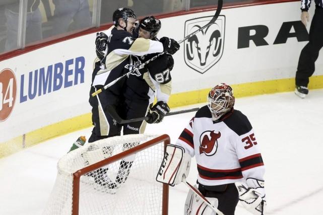 Evgeni Malkin et Sidney Crosby ont inscrit deux des quatre buts des leurs en... (Photo: Reuters)