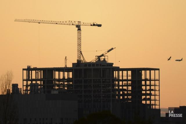Le tiers des travailleurs de la construction sondés... (PHOTO BERNARD BRAULT, LA PRESSE)