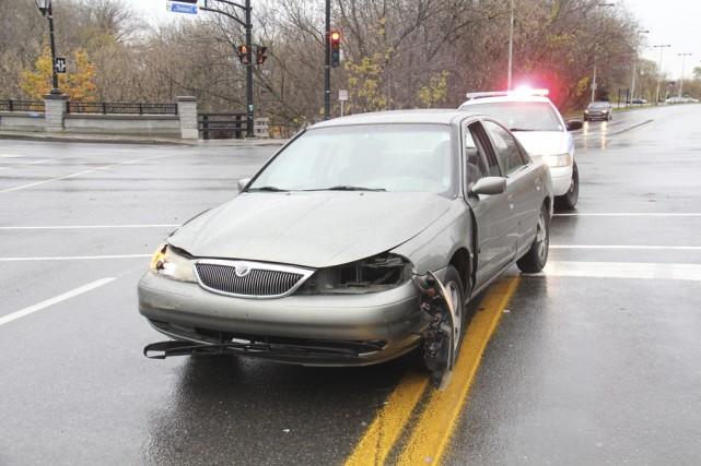 Une collision impliquant deux véhicules a envoyé une septuagénaire à l'hôpital,... (photo Janick Marois)