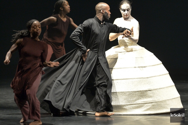 Les personnages de la pièce iTMOi marient une... (Photo: Pascal Ratthé, Le Soleil)
