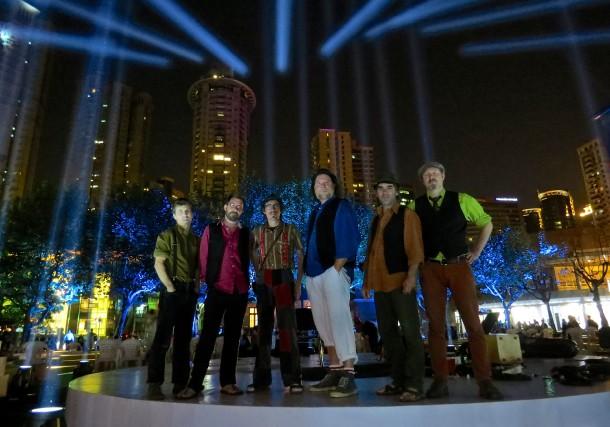 Les Tireux d'Roches, sur la scène du Shanghai...