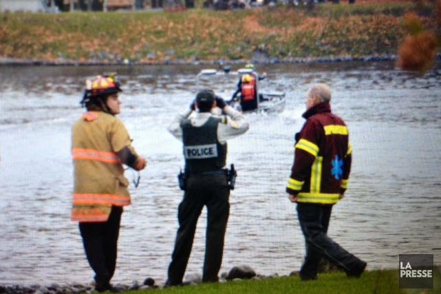Après une courte recherche, les plongeurs de la Sûreté du Québec ont retrouvé... (Photo collaboration spéciale Éric Beaupré)