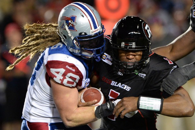 Le secondeur des Alouettes Bear Woods (à gauche)... (Photo Sean Kilpatrick, PC)