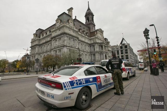 Les citoyens souhaitant visiter l'hôtel de ville de Montréal doivent depuis... (Photo: Hugo-Sébastien Aubert, La Presse)