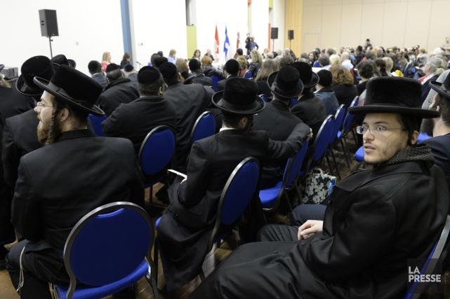 Plusieurs juifs hassidiques ont assisté à la consultation... (PHOTO BERNARD BRAULT, LA PRESSE)