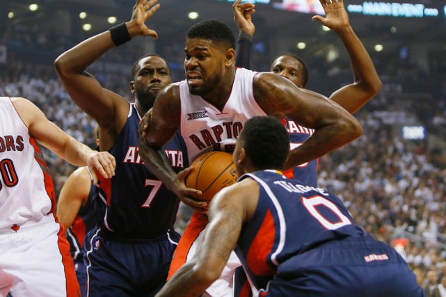 Amir Johnson (au centre) a inscrit 16 points... (Photo John E. Sokolowski, USA Today Sports)