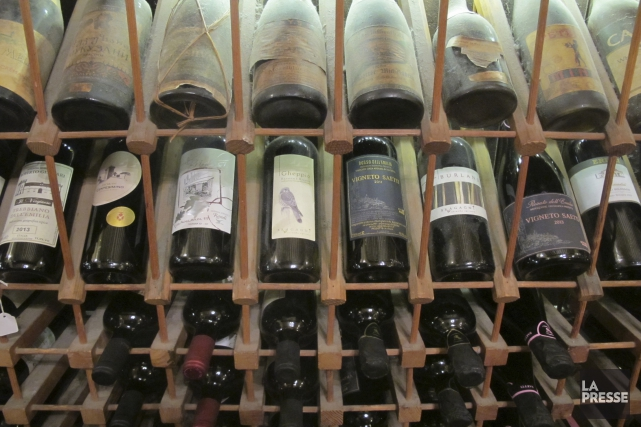 Les livres sur le vin font d'excellents cadeaux, les amateurs jugeant qu'ils... (Photo Marie-Claude Lortie, La Presse)