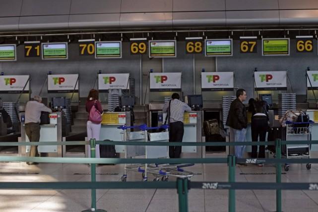 Sur les 25 000 passagers qui devaient voyager... (Photo Hugo Correia, REUTERS)