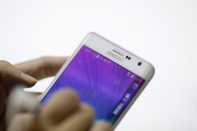 Le nombre de téléphones intelligentsécoulés a dépassé la... (PHOTO KIM HONG-JI, REUTERS)