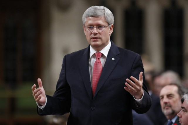 Stephen Harper va de l'avant avec sa promesse... (PHOTO CHRIS WATTIE, REUTERS)