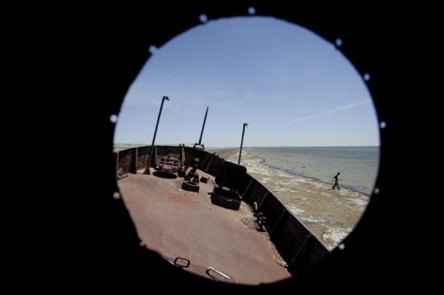 L'assèchement de la mer d'Aral, catastrophe environnementale consécutive... (PHOTO SERGEY PONOMAREV, ARCHIVES AP)