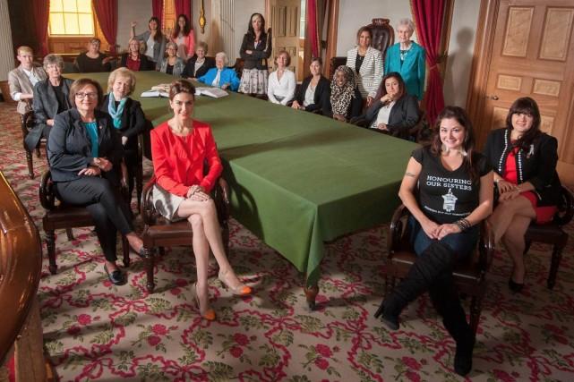 Les 23 femmes représentant les régions du Canada...