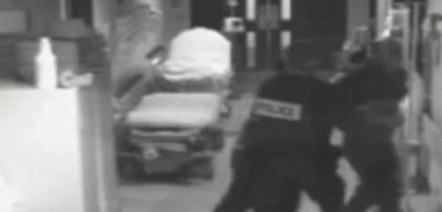 Si un urgentiste peut être poussé contre un... (Image tirée d'une caméra de surveillance du Centre hospitalier de Lachute, extrait obtenu par le Journal de Montréal.)