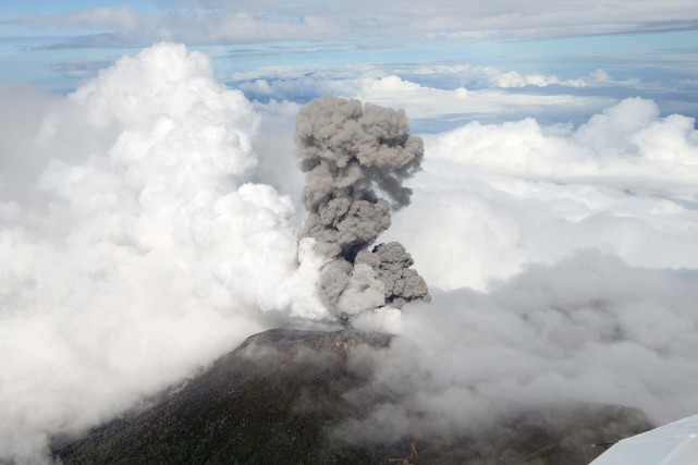 Le volcan Turrialba se situe à environ 71... (Photo EZEQUIEL BECERRA, AFP)