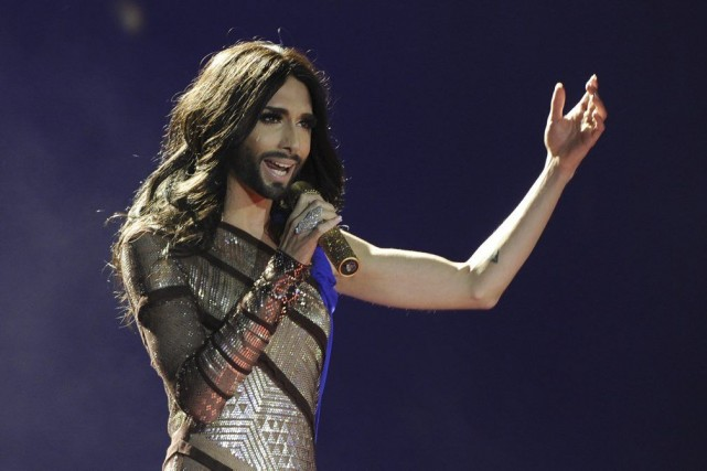 Au milieu du spectacle habituel du cabaret, Conchita... (Photo AFP)