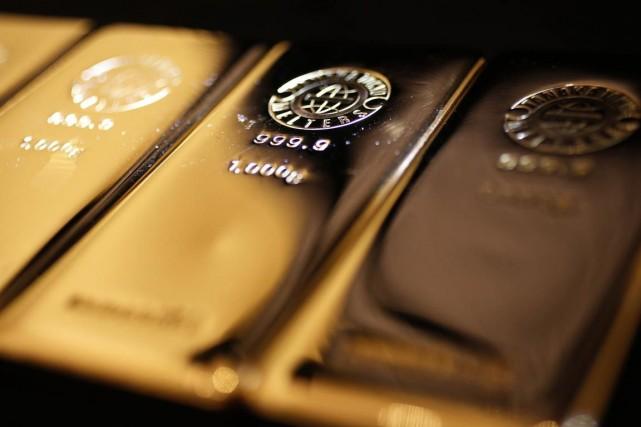 L'or dégringole depuis mercredi, jour où la Fed... (Photo Yuya Shino, Reuters)