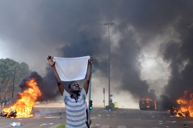 La tension était à son comble à Ouagadougou... (PHOTO ISSOUF SANOGO, ARCHIVES AFP)