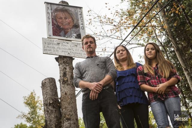 Éric Legault, Josée Cousineau et leiur fille Tamyka... (PHOTO OLIVIER PONTBRIAND, LA PRESSE)