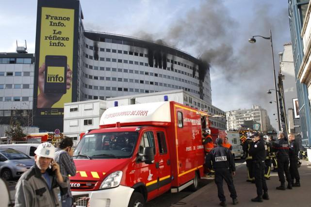 Les pompiers ont fait «partir les moyens lourds... (PHOTO THIBAULT CAMUS, AP)