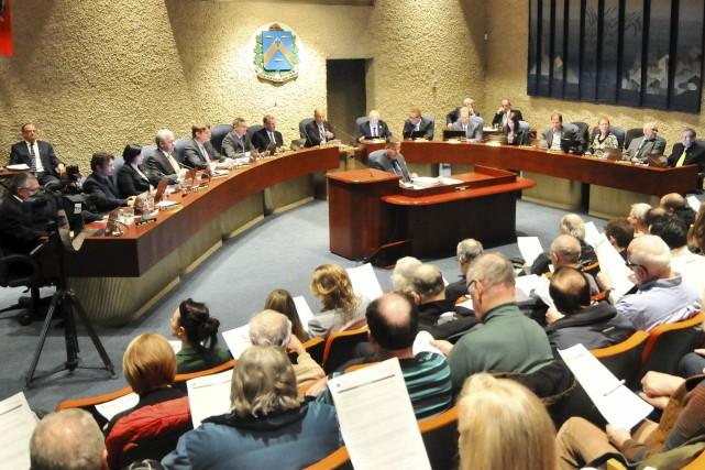 Le nouveau conseil municipal de Trois-Rivières a été... (Émilie O'Connor)
