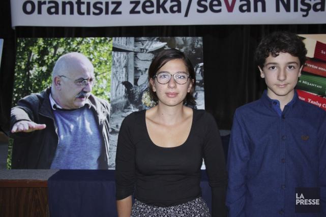 Iris Nisanyan, 18 ans, et son frère Tavit,... (Photo Rima Elkouri, La Presse)