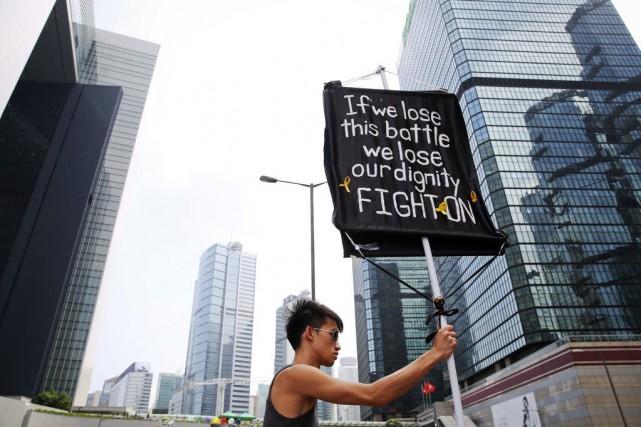 Les militants prodémocratie occupent des grandes artères de... (PHOTO DAMIR SAGOLJ, REUTERS)