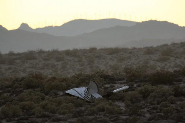 Le vaisseau spatial SpaceShipTwoavait décollé vendredi matin depuis... (PHOTO DAVID MCNEW, REUTERS)