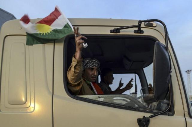 Les peshmergas n'ont pas encore commencé à se... (PHOTO ILYAS AKENGIN, AFP)