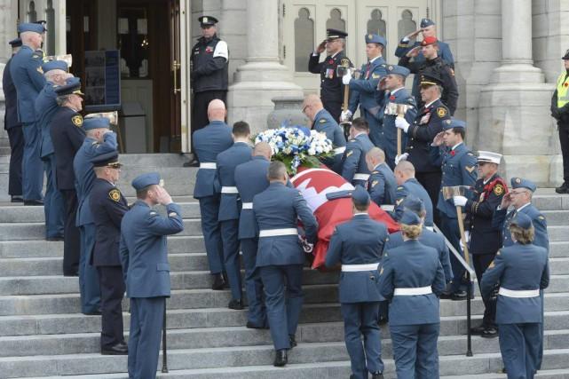 Les funérailles de l'adjudant Patrice Vincent ont commencé... (Ryan Remiorz, La Presse Canadienne)