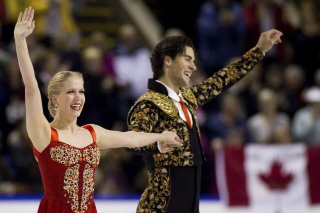 Kaitlyn Weaver et Andrew Poje ont mené un... (PHOTO Ben Nelms, REUTERS)