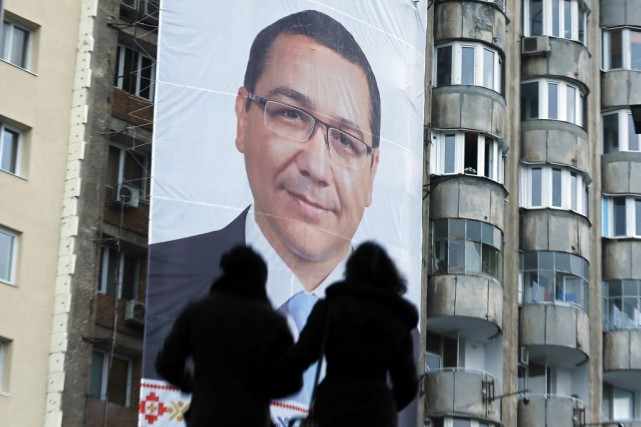 Ancien procureur âgé de 42 ans, M. Ponta... (PHOTO BOGDAN CRISTEL, REUTERS)