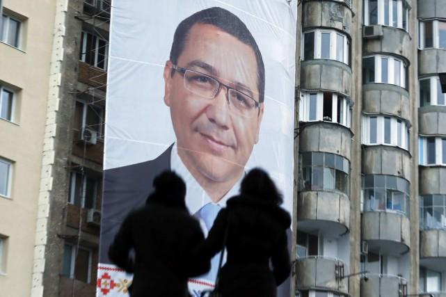 Ancien procureur âgé de 42 ans, M. Ponta... (PHOTO BOGDAN CRISTEL, REUTERS)