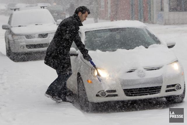 Une forte tempête de neige, la première de la saison, balaie la Gaspésie... (Photo Robert Skinner, Archives La Presse)
