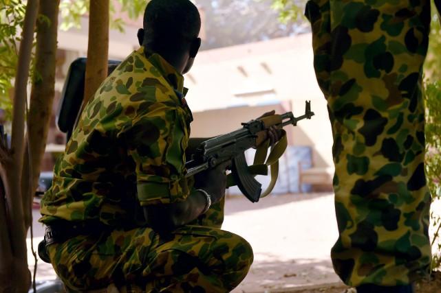 La situation restait tendue lundi matin au Burkina Faso quelques heures après... (Photo ISSOUF SANOGO, AFP)